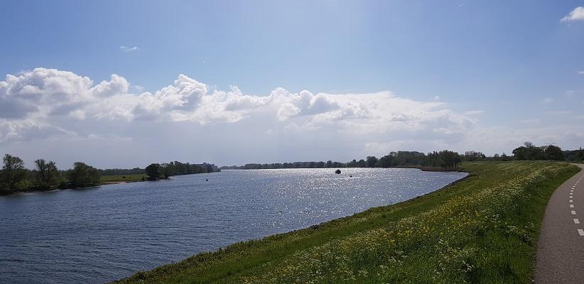 Wandeling over het vernieuwde Waterliniepad van Woudrichem via voetveer naar Slot Loevestein langs de Afgedamde Maas