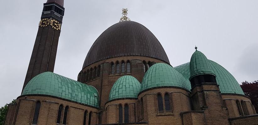 Wandeling over de Zuiderwaterlinie van Hooipolder naar Waalwijk bij kerk