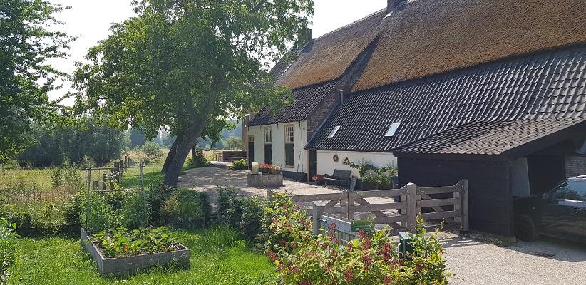 Wandeling over een trage tocht door het Dommeldal bij Liempde