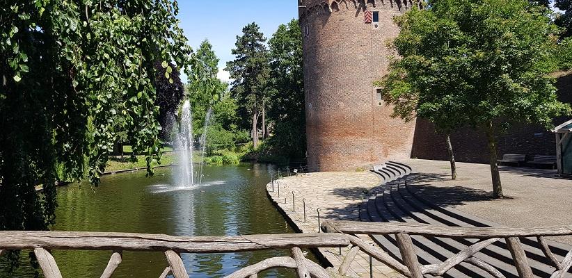 Wandeling buiten de binnenstad van Nijmegen over het Weurtpad bij Kronenburgerpark in Nijmegen