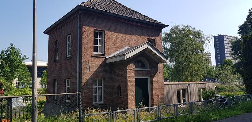 Ik maak een wandeling met de gids van Gegarandeerd Onregelmatig Buiten de binnenstad van Nijmegen over het Wijchenpad bij tolhuis op Teersdijk