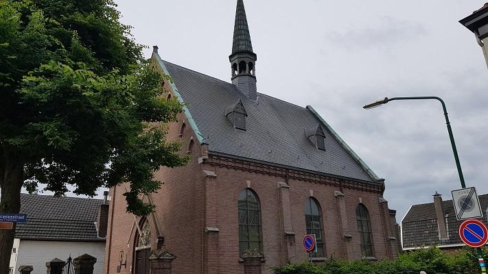 Wandeling van Heeze naar Maarheeze bij de kerk in Heeze