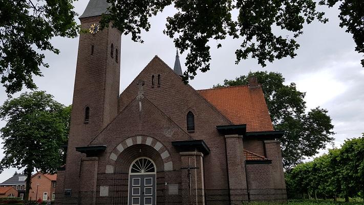 Wandeling van Heeze naar Maarheeze bij de kerk in Sterksel