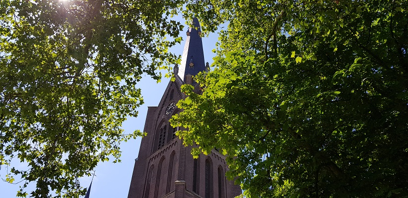 IVN-wandeling Ommetje Laverdonk Dinther bij de kerk van Dinther