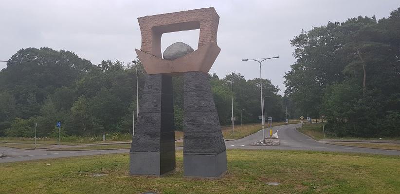 Wandeling NS-wandeling Spoorzone Tilburg bij kunstwerk Reeshof