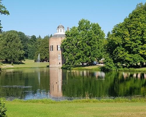 Wandelen over trage tocht Velp bij kasteel Rosendael