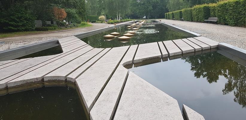 Wandelen buiten de binnenstad van Amsterdam van Gegarandeerd Onregelmatig bij de Ooster begraafplaats