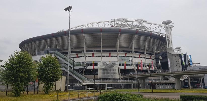 Wandelen buiten de binnenstad van Amsterdam van Gegarandeerd Onregelmatig bij de Johan Cruyff Arena