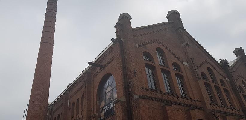 Wandelen buiten de binnenstad van Amsterdam van Gegarandeerd Onregelmatig bij de oude gasfabriek
