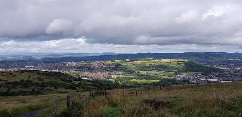 Wandeling over Cave Hill bij kasteel Belfast in Noord-Ierland