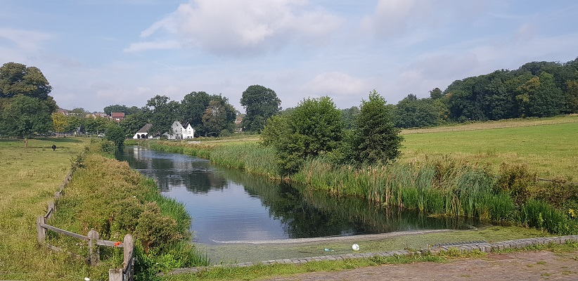 Wandeling van de gids Wandelen buiten de binnenstad van Arnhem op het Klarendalpad bij beek in Sonsbeekpark