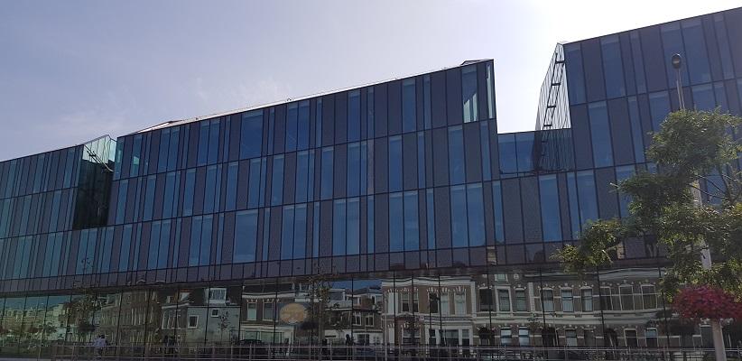 Wandelen in Delfland in Centrum Delft bij het nieuwe station Delft