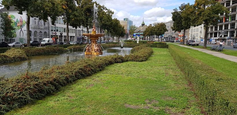 Wandelen buiten de binnenstad van Arnhem over het Parkenpad