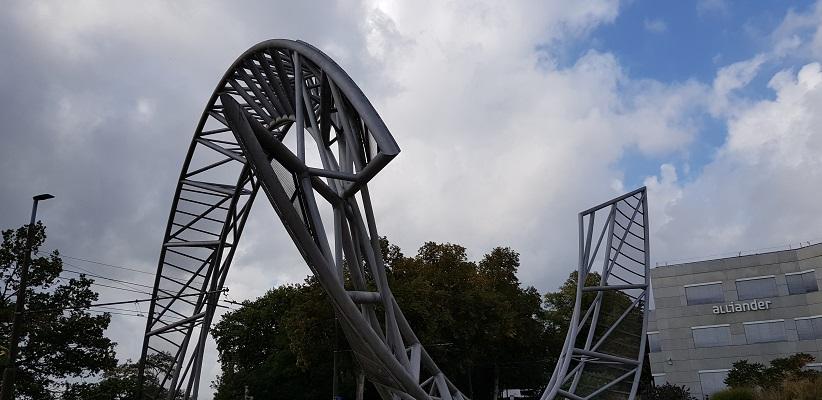 Kunstwerk over Utrechtsestraat in Arnhem