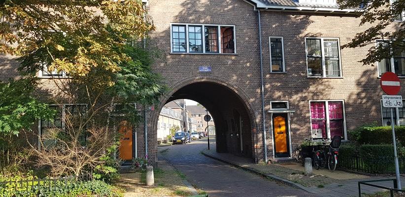 Wandeling door Vogelaarwijken in Arnhem van Gegarandeerd Onregelmatig op het Verschuerplein
