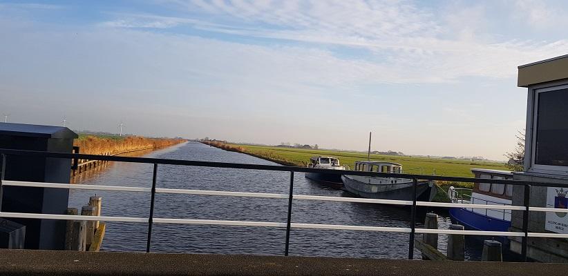 Wandeling over het Elfstedenpad van Witmarsum naar Allingawier bij het Van Panhuyskanaal