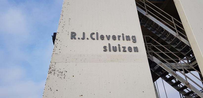 Wandeling over het Friese Woudenpad van Lauwersoog naar Ezumazijl bij de R.J. Cleveringsluizen