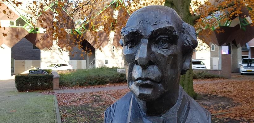 Wandeling van Brabant Vertelt langs kunstwerken in centrum van Helmond bij beeld van componist Mathijs Vermeulen