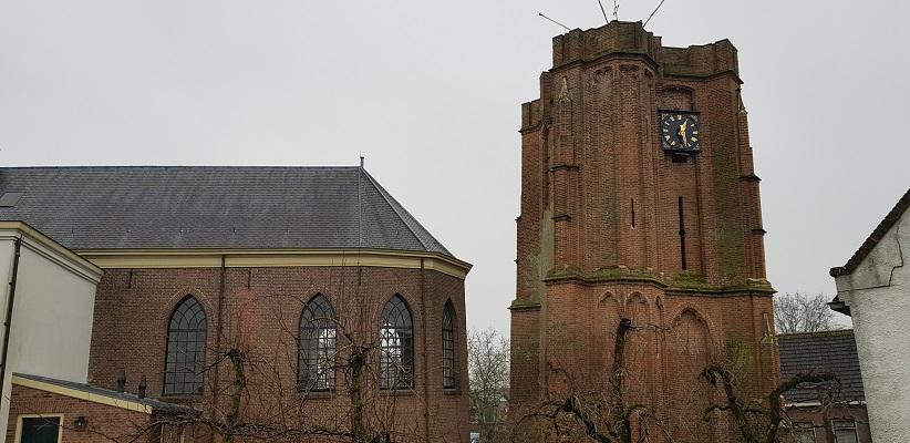 Wandeling over Klompenpad Rhenoijsepad bij scheve toren en de kerk van Acqouy