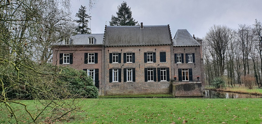 Literaire wandeling langs markante punten van A. van der Heijden in Geldrop bij kasteel Geldrop