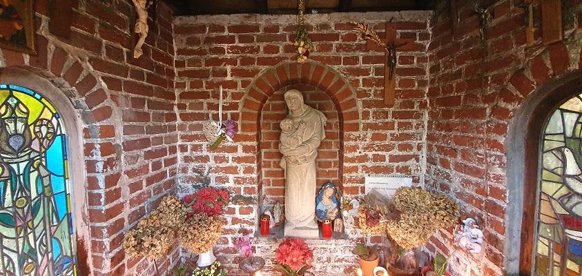 Wandeling over landgoed Barendonk in Beers bij kapelletje bij landgoed Viersenhof