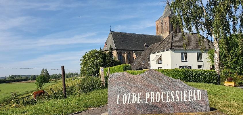 Wandeling over Klompenpad het Rijnstrangenpad bij Martinuskerk