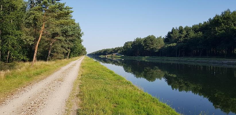 Wandeling over het Airbornepad van de Kempervennen naar Lommel in België langs kanaal Bocholt-Herentals