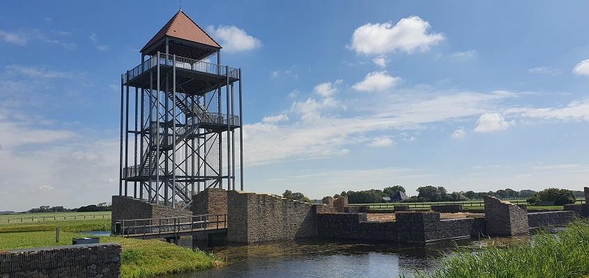 Wandeling over de Westfriese Omringdijk van Schoorldam naar Schagen bij uitzichttoren Nuwendoorn