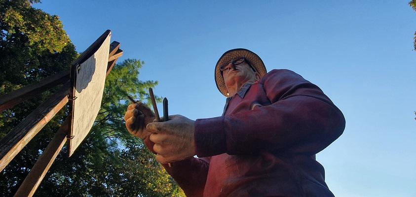Wandeling over Andreas Schotel wandelroute in Esbeek bij sculptuur Ontmoeting met de Meester