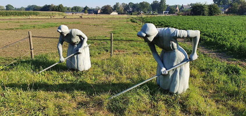 Wandeling over Andreas Schotel wandelroute in Esbeek bij sculptuur Alsof ze nooit weg zijn geweest