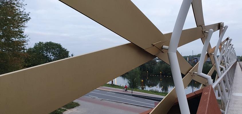 Wandeling in de omgeving van Den Bosch, Haverleij en Engelermeer, bij de spoorbrug de Gouden Netkous