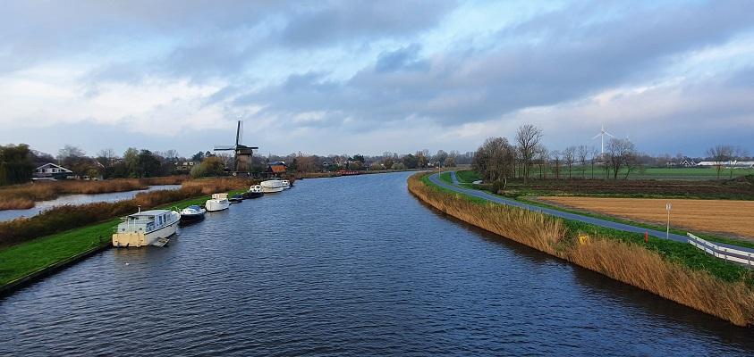 Wandeling over Westfriese Omringdijk van Ursem naar Alkmaar bij het kanaal Alkmaar-Kolhorn