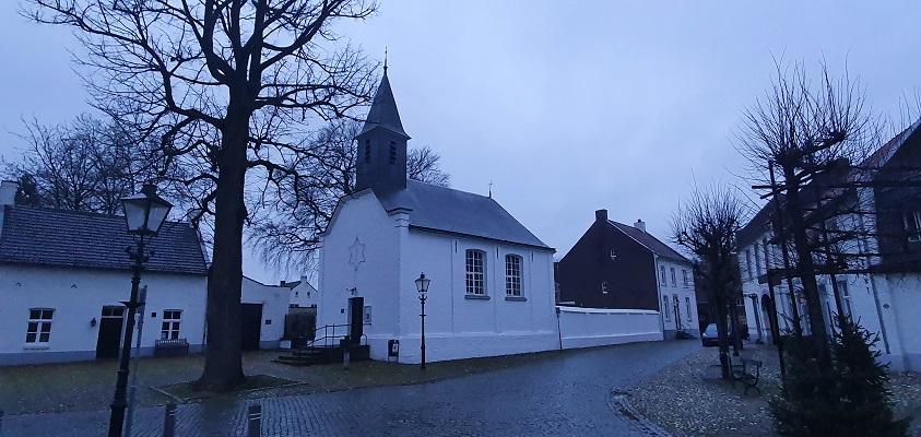 Wandeling over Trage Tocht Stevensweert bij de kapel