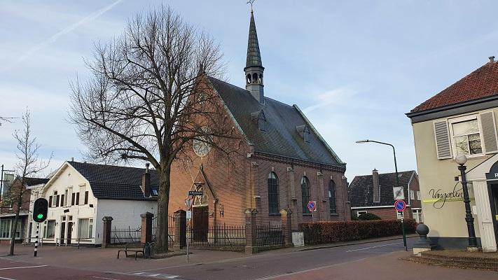 Wandeling over Trage Tocht Stabrecht bij kerkje in Heeze