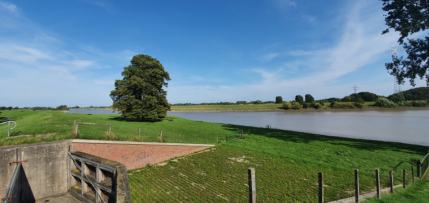 Wandeling over het Groot Frieslandpad van Bellingwolde naar Papenburg langs de rivier de Ems