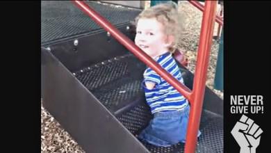 Photo of Η απίστευτη προσπάθεια ενός παιδιού χωρίς χέρια και πόδια να κάνει τσουλήθρα