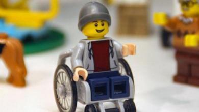 Photo of Φιγούρα της Lego κάθησε για πρώτη φορά σε αναπηρικό αμαξίδιο