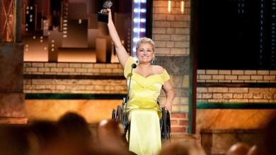 Photo of Η πρώτη ηθοποιός σε αναπηρικό αμαξίδιο που κερδίζει θεατρικό βραβείο