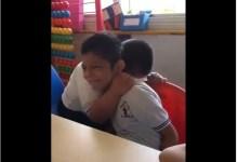 Photo of Ένα αγόρι με σύνδρομο Down φροντίζει με τον τρόπο του, ένα αυτιστικό παιδί. [video]