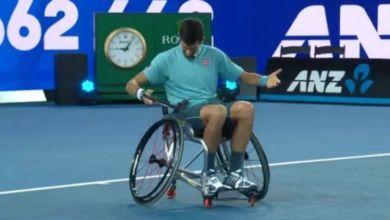 Photo of Όταν ο Τζόκοβιτς προσπάθησε να παίξει τένις σε αναπηρικό αμαξίδιο (video)