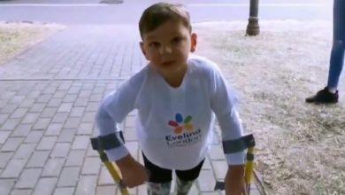 Photo of Πεντάχρονος με προσθετικά πόδια περπάτησε 10 χιλιόμετρα και συγκέντρωσε 1.000.000 ευρώ για νοσοκομείο [video]