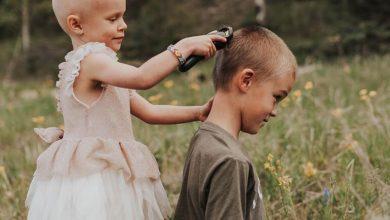 Photo of Βραβείο μεγάλου αδελφού: Άφησε την 3χρονη αδερφή του που πάσχει από καρκίνο να ξυρίσει το κεφάλι του