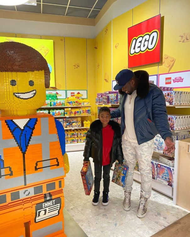 50 Cent Rents Toys 'R' Us For Son Sire (3)