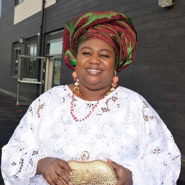 Eniola Ajao Celebrates Mum Birthday (3)