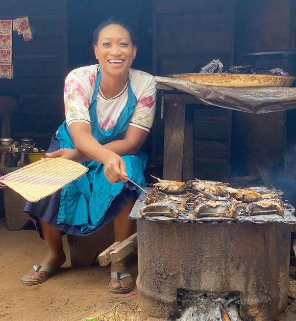 Oge Okoye Selling Fish Trophy Wife The Movie (2) Amebo Book
