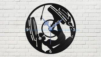 Devushka V Naushnikakh Vinyl Record Wall Clock