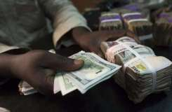 Naira falls after order to ban foreign exchange forimports