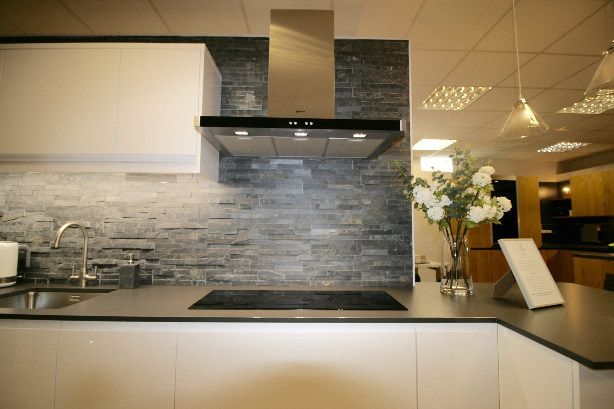 Neff in-line hob and matching chimney hood