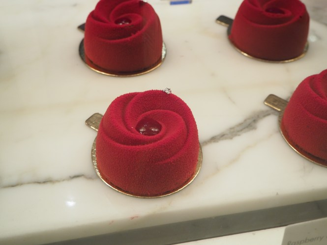 red rose cakes