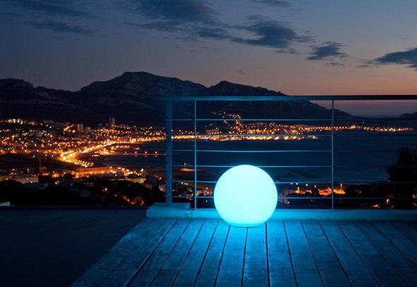 Boule Lumineuse Multicolore LED Etanche avec Télécommande